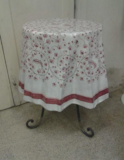 art. 2121 Tavolino decoro fiorellini rossi con base in ferro battuto